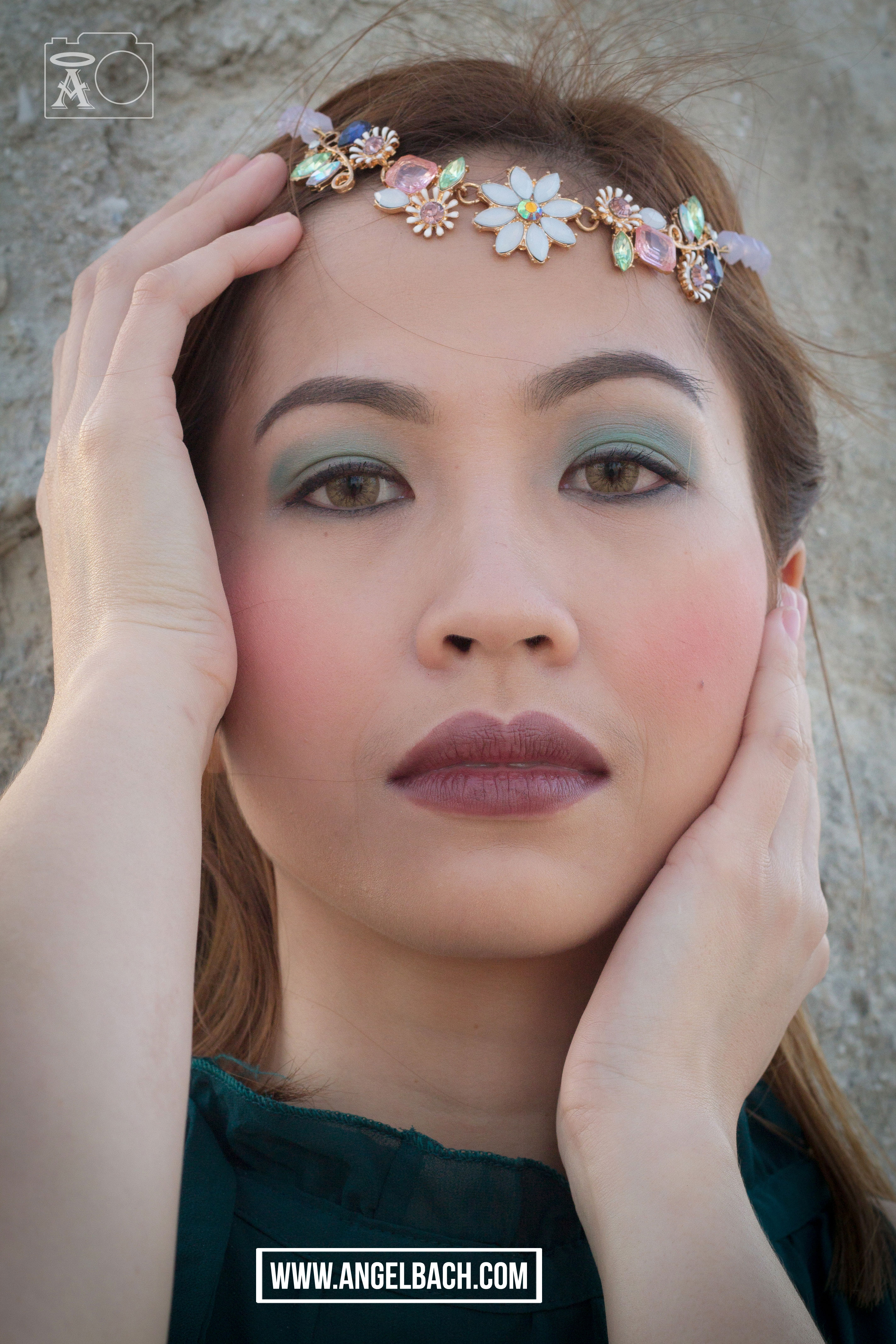 Bohemian Look, 30 Min Make-up Look, Green Eyeshadow, Dark Lipstick, Natural Look, Beach Look