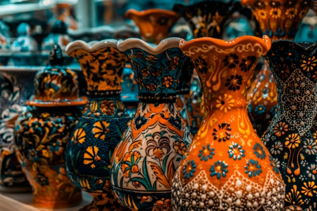 Grand Bazaar, Istanbul, What is inside Grand Bazaar, Stores in Grand Bazaar, Largest Market in the world, ceramics product in Grand Bazaar