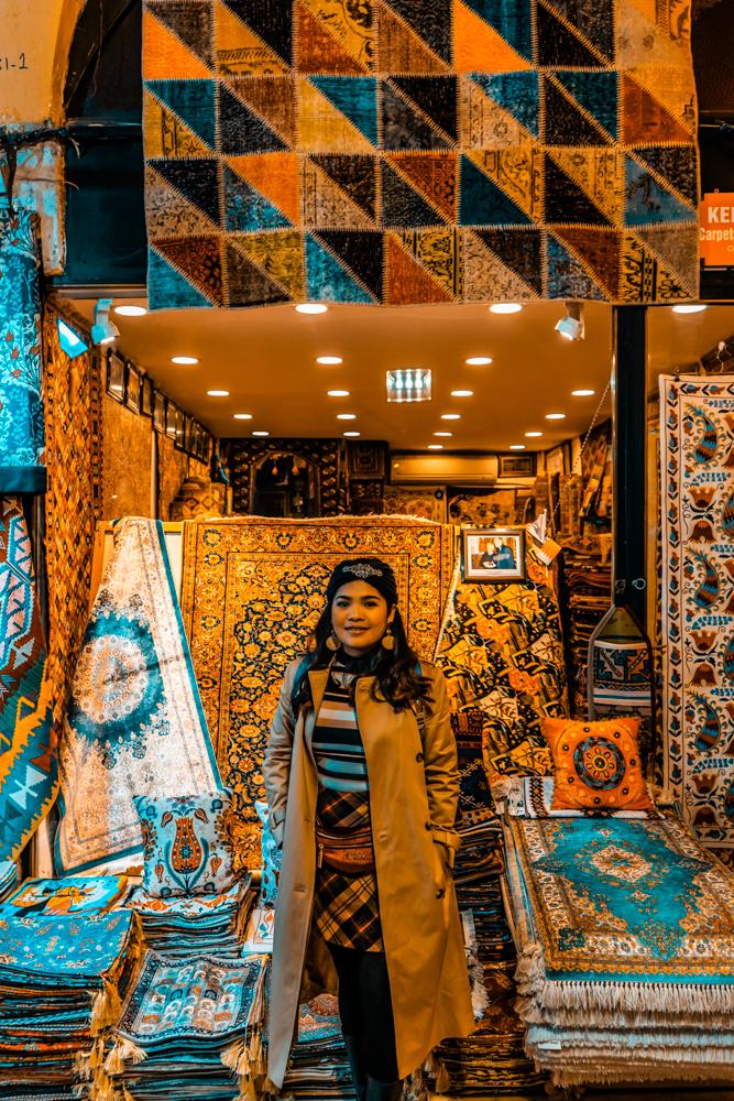 Blogger at Grand Bazaar, Inside Grand Bazaar, Products at Grand Bazaar, Lanterns at Grand Bazaar, Carpets at Grand Bazaar