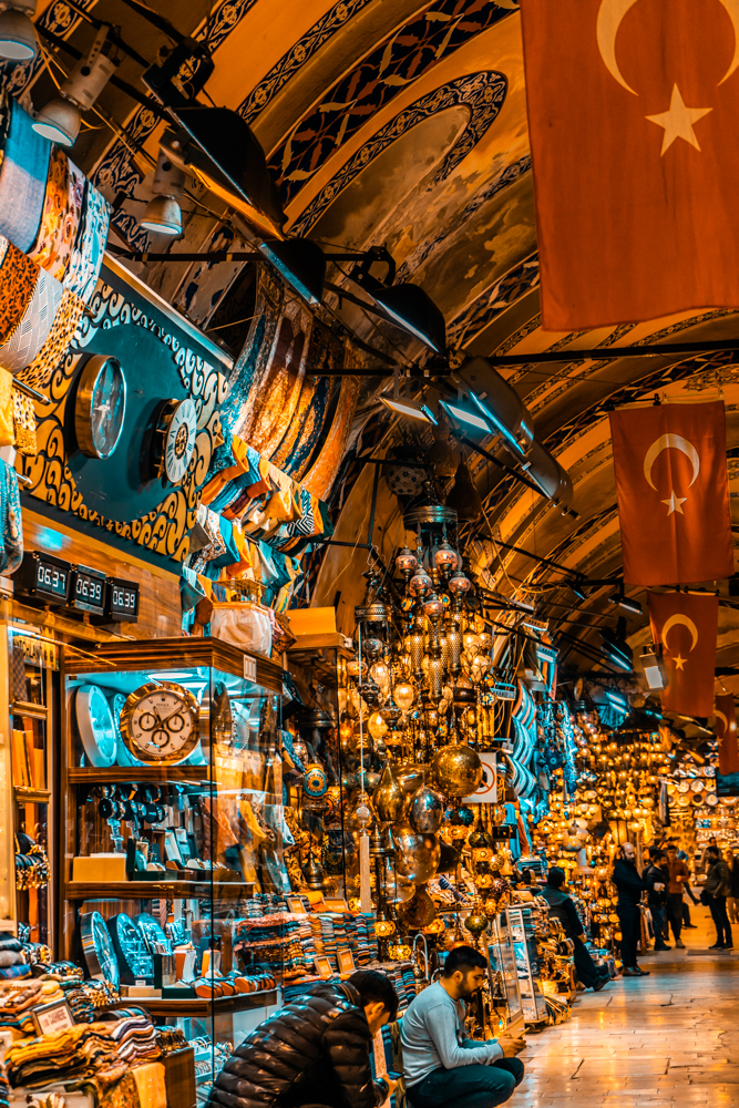 Grand Bazaar, Istanbul, What is inside Grand Bazaar, Stores in Grand Bazaar, Largest Market in the world, ceramics product in Grand Bazaar